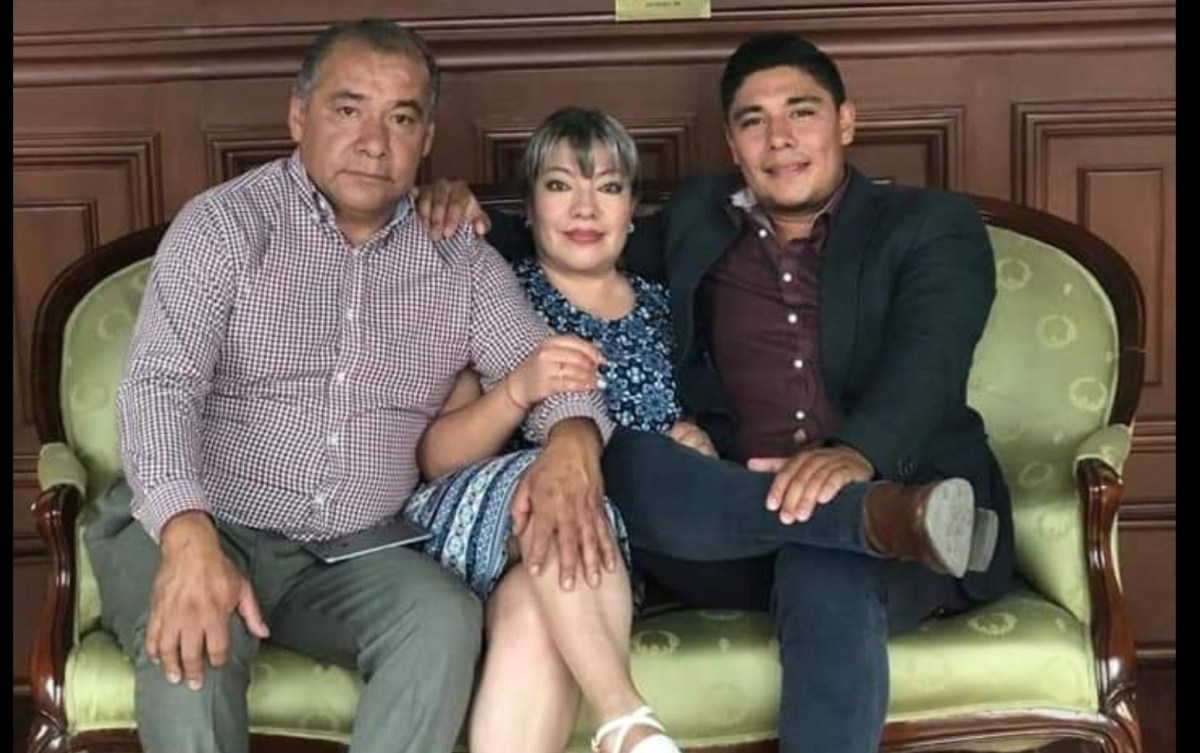#RuidoEnLaRed A la sombra de Morena familia cobra 143 mil pesos mensuales