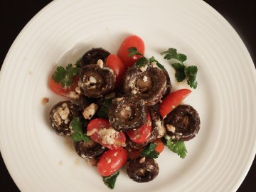 mushroom salad with tomatoes & goat cheese