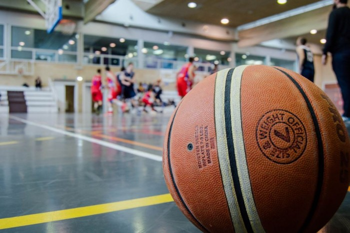 Pengertian Bola Basket Sejarah Peraturan Ukuran Lapang Teknik Dasar Permainan Salamadian