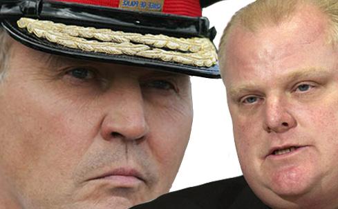 بیل بیلر رئیس پلیس تورنتو (سمت چپ) از راب فورد شهردار تورنتو (راست) حمایت کرد