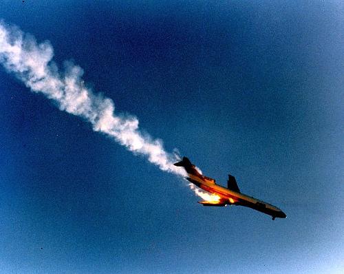 b24ef_mid_air_plane_crashes_4821129595_1757668371[1]
