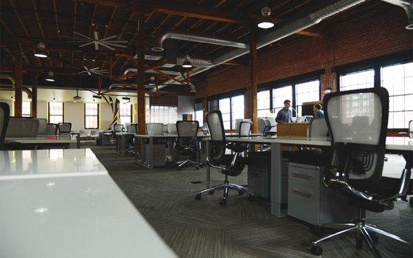 space-desk-workspace-coworking