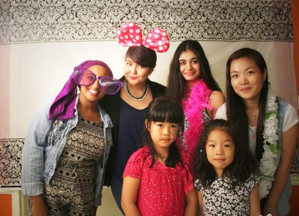 گروهی از شرکت کنندگان جشنواره تابستانی سازمان حمایت از جوانان ایرانی ـ کانادایی در سال ۲۰۱۵، در منطقه مارکام. نوجوانان و جوانانی که به عنوان کار تابستانی امسال خود، علاقه مند به سازماندهی این جشنواره ها هستند، و یا دوست دارند به عنوان شرکت کنننده استعداد خود را در زمینه فیلم سازی، موسیقی، رقص، نقاشی، عکاسی، و دیگر هنر نمایی ها، به نمایش بگذارند، می توانند به وب سایت:   www.icyouthfestival.com مراجعه کنند.