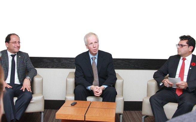 از راست مجید جوهری نماینده ریچموندهیل در پارلمان کانادا، استفن دیان وزیر امور خارجه کانادا و علی احساسی نماینده ویلودیل در پارلمان کانادا