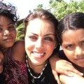 نرگس 28 ساله شش سال پیش زندگی راحت خود در کانادا را رها می کند و برای کمک به کودکان یتیم به مناطق روستایی هند می رود