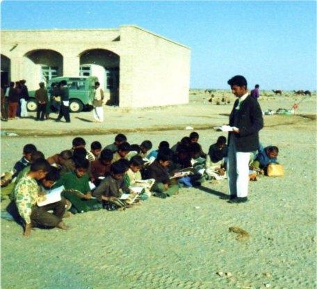 دبستان و آموزگار و تدریس در هوای آزاد