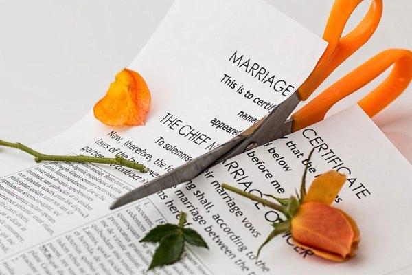 قرارداد جدایی (Separation Agreement)  یک توافقنامه ایست بین شما و همسرتان که در زمان جدایی تهیه می گردد
