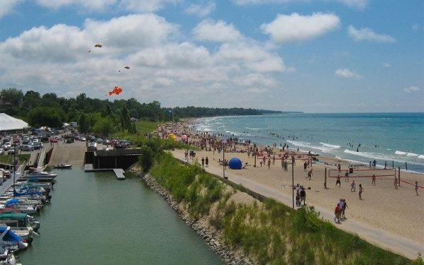 این ساحل زیبایی طبیعی و تاریخ را یکجا در خود جمع کرده است.