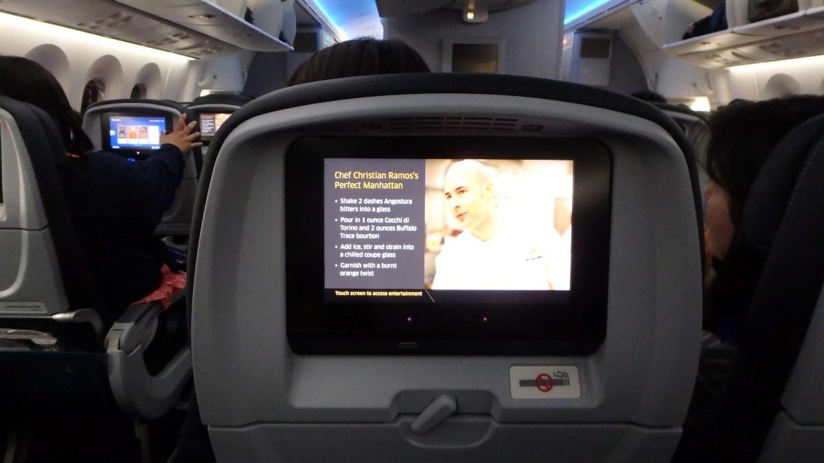 ユナイテッド航空のPersonal Device Entertainmentと機内食、それとSafety Cardについて