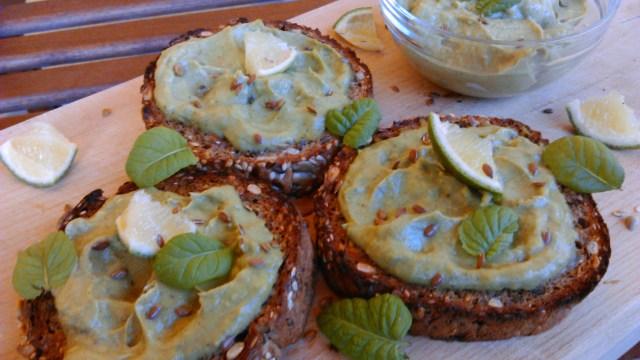 Avokádókrémes szendvics a legfinomabb avokádókrém recept alapján