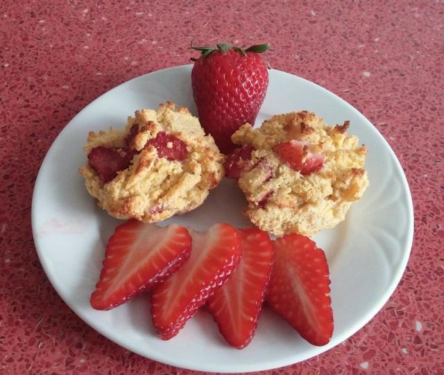 Kókuszlisztes muffin eperrel