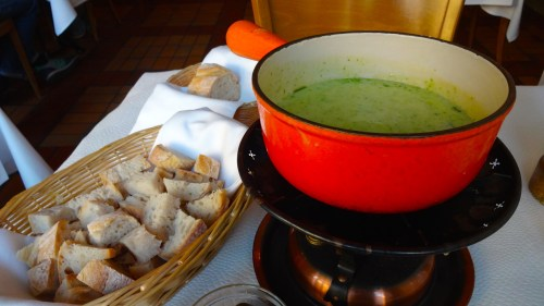 Garlic and Herb Cheese Fondue with Bread (8/10).