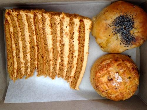 Krasinski Torte (9/10), Potato Knish (8/10), and Bacon Cheese Scone (8.5-9/10).