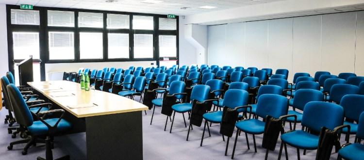 Dimensioni Sala Conferenze 100 Posti.Sala Convegni 90 Posti Sale Riunioni Modena Sale Conferenze E
