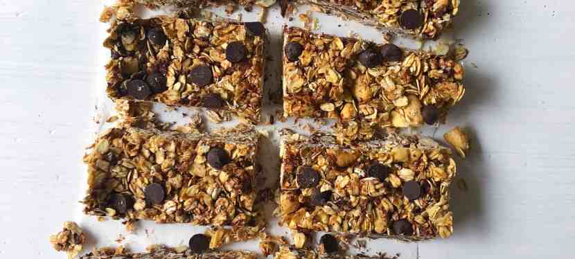 Granola Bars with Chocolate Chips, Toasted Oats & Cashews