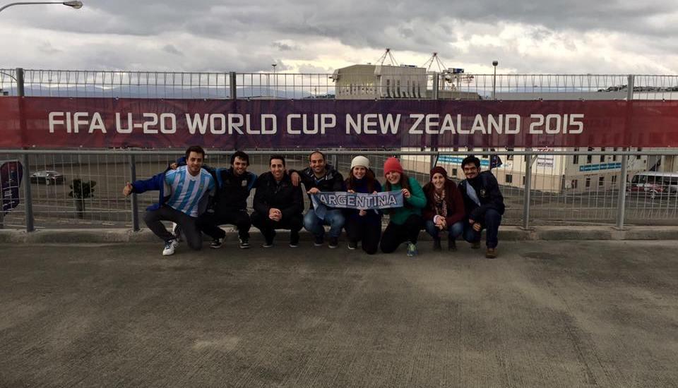 En la entrada al estadio