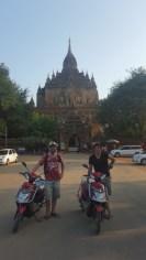 Los motoqueros en el Dhammayangyi