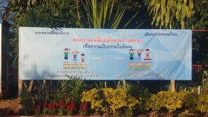 Fuera del colegio de Mae Salong