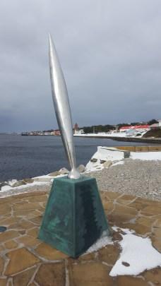 Monumento a los caídos en la misión Antártica