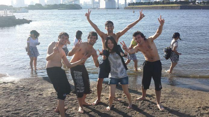 Los pibes en la playa