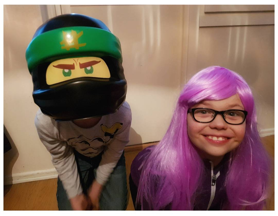 Här ser ni coolaste ninjan Lloyd och superhjältinnan Lilac! ?