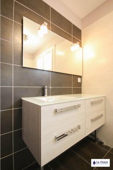 le-grand-plombier-chauffagiste-rennes-bruz-plomberie-amenagement-salle-de-bains-recevur acquabella blanc-vasque-verre-1