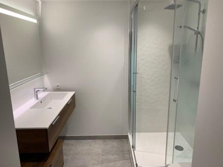Salle-de-bains-rennes-meuble-pose-decallee-inda-progetto-faience-3D-le-grand (3)