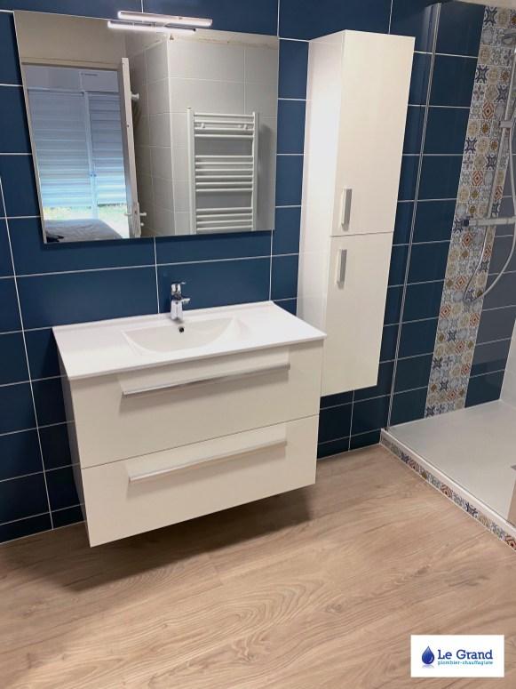 le-grand-salle-de-bains-rennes-bleu-et-bois-douche-italienne-mosaïque (1)