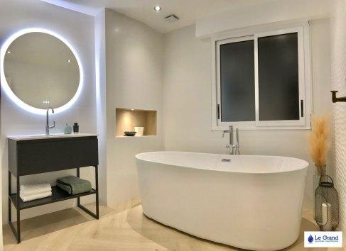 salle-de-bains-rennes-baingoire-ilot-faience-vagues-mat-meuble-indutriel-sèche-serviettes-acova-noir-carrelage-baton-rompu (5)