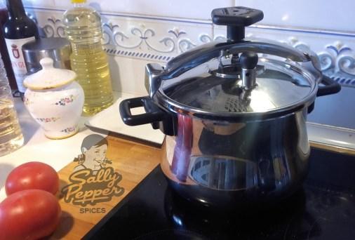 Cocer la carne en una olla a presión unos 30 minutos.