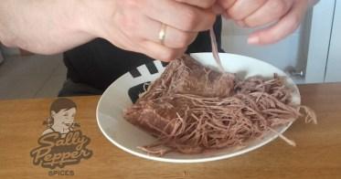 Sally Pepper-Spices-Tienda-de-especias-en-Madrid-receta-CARNE MECHADA-deshebrar-la-carne-1000 x 527
