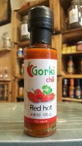 Salsa picante Gorki Chili Red Hot. En la tienda de especias, chiles y salsas picantes Sally Pepper