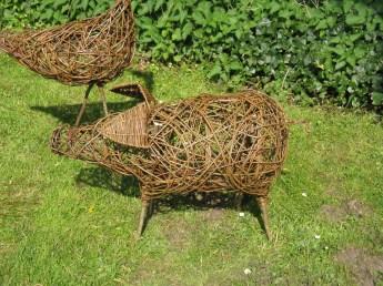random weave willow pig