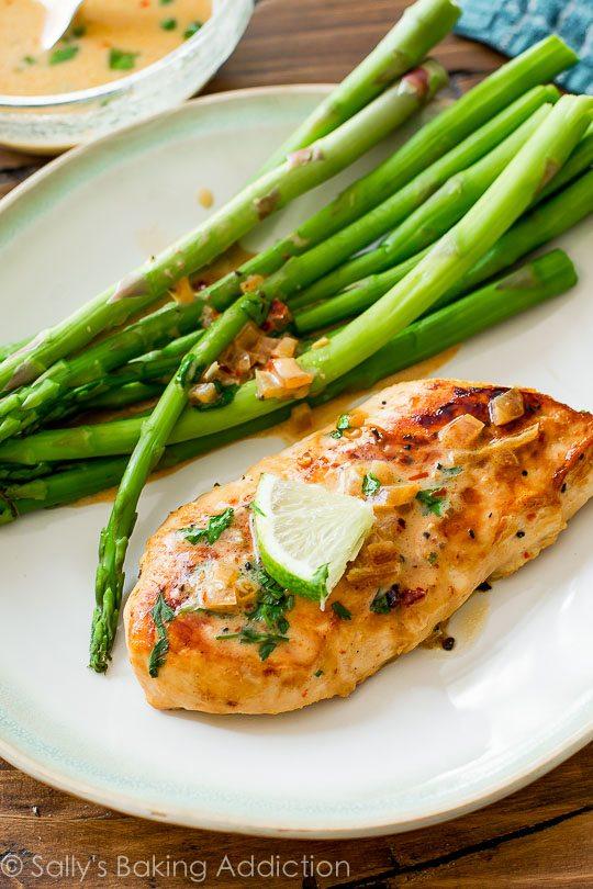 Una sartén y 40 minutos es todo lo que se necesita!  Coge la receta en sallysbakingaddiction.com