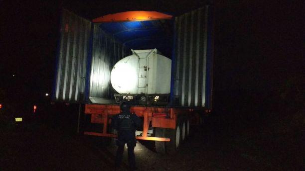 Asegura Policía Federal Camión Robado Con Cisterna Oculta