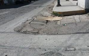 SEÑALAN APATÍA DE AUTORIDADES ANTE RIESGO DE DERRUMBE EN ESQUINA…