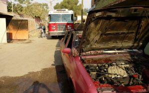 Una persona grave deja incendió de automóvil dentro de cochera…