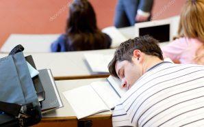 ¿Estudiantes dormidos en clase? Un estudio afirma que el celular…