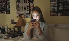 Celulares y redes sociales les roban el sueño a los…