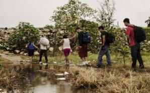 MIGRANTES QUE ESPERAN EN MÉXICO ASILO EN EU SUFREN ABUSOS:…