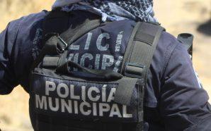 AUTORIDADES ENTREGAN UNIFORMES «RECICLADOS» A POLICÍAS MUNICIPALES