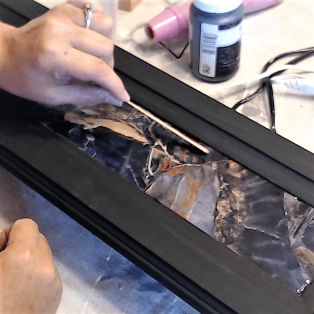 Smoothing_the_resin