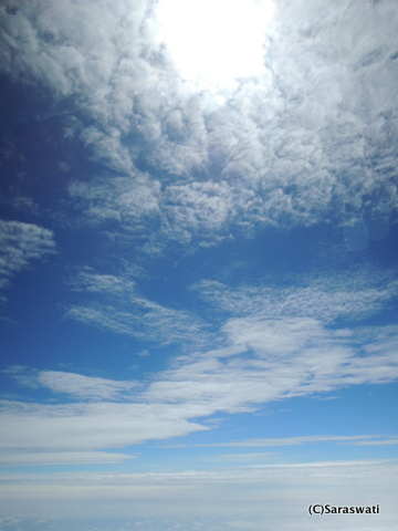 飛行機からの空と雲
