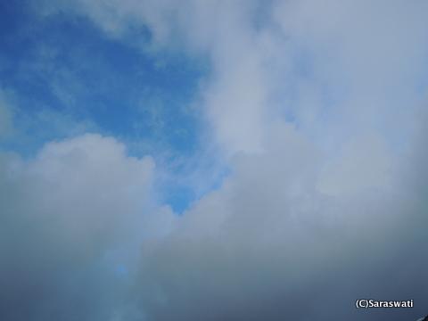 雪雲と晴れ間の境界線
