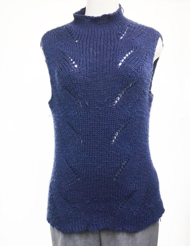 オリジナル模様の棒針編みベスト