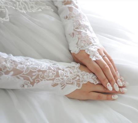 石垣島でフォトウェディングの際は、ぜひお二人の大切な結婚指輪もお忘れなく!