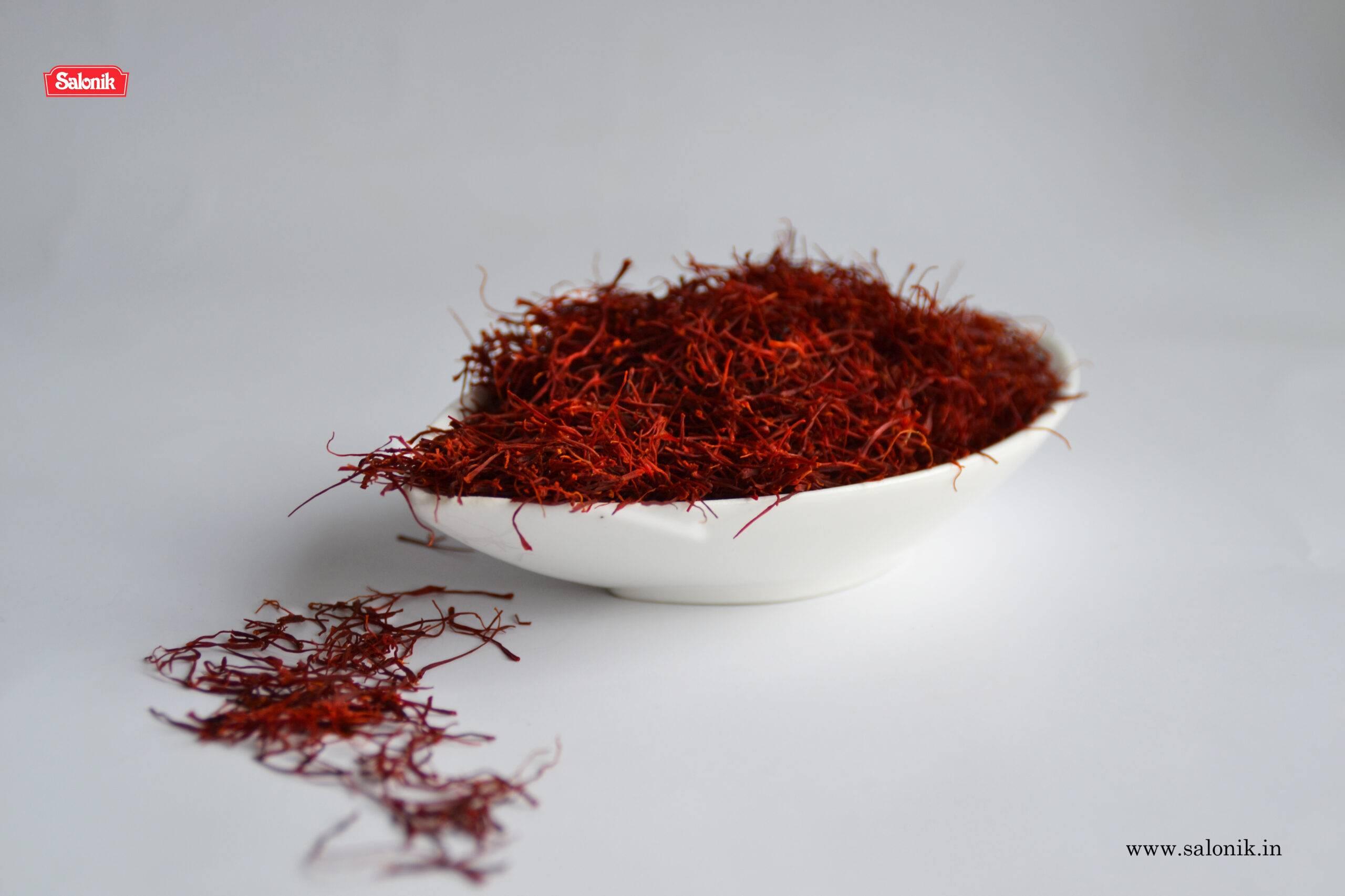 5 Amazing Saffron Benefits For Skin, Hair, Health