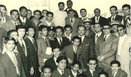 الملك فيصل.. السلطان علي عبد الكريم.. محمد علي الجفري.. الشيخ محمد أبوبكر بن فريد.. وأحمد عمر بافقيه، جده عام 1961م.