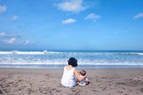 Berjemur di Pantai Batu Belig