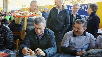 Photo of Macri compartió un asado con trabajadores
